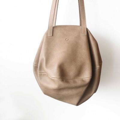 Bolso saco color arena